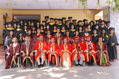 CHIEF-GUEST-Dr.-MADHAV-GODBOLE-(Former-secretary,-Govt.-of-India),-along-with-graduating-students-and-faculty-members-of-ILS-Law-College.