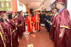 Dr.-MADHAV-GADBOLE-ALONG-WITH-PRINCIPAL-VAIJAYANTI-JOSHI-(ILS-LAW-COLLEGE)-WALKING-THROUGH-GRADUATING-STUDENTS.